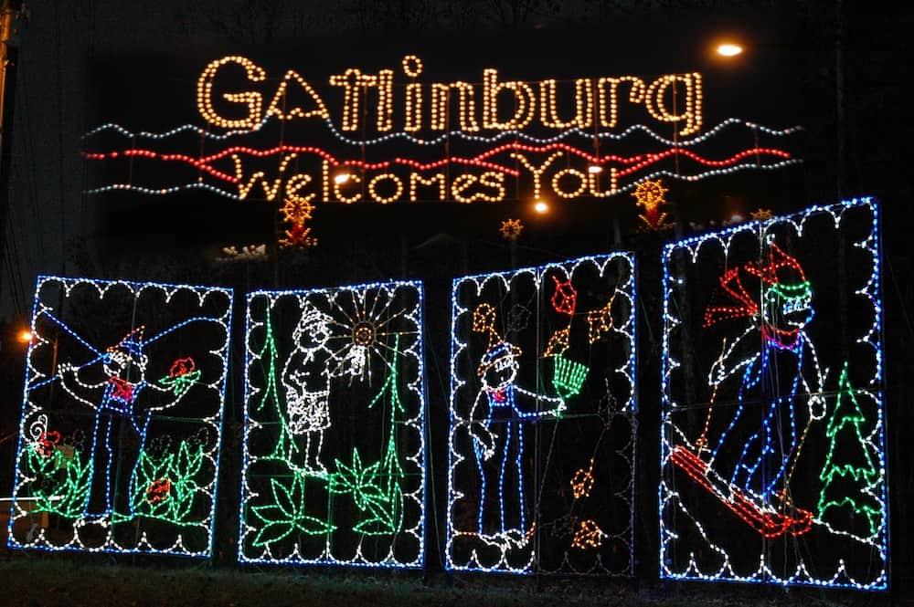 gatlinburg welcome sign lights